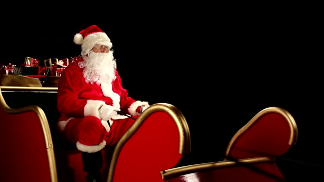 DOLLY HD: Father Christmas waving from his Sleigh