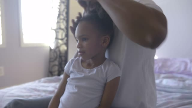 father combing young daughter's hair. - make up brush stock videos & royalty-free footage