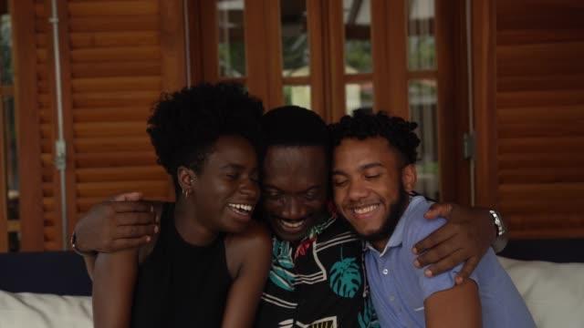 vídeos y material grabado en eventos de stock de padre abrazando hermano - father day