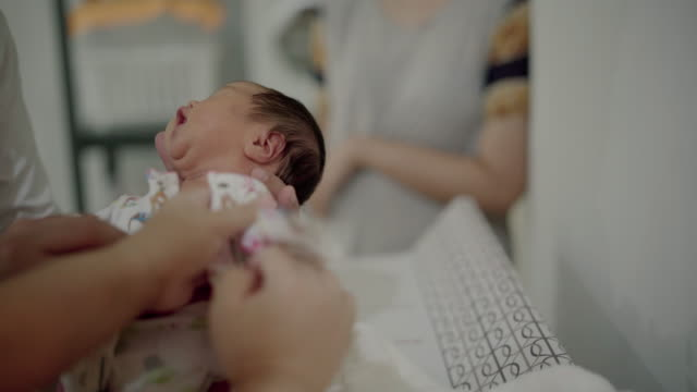father giving a bath to her newborn - taking a bath stock videos & royalty-free footage