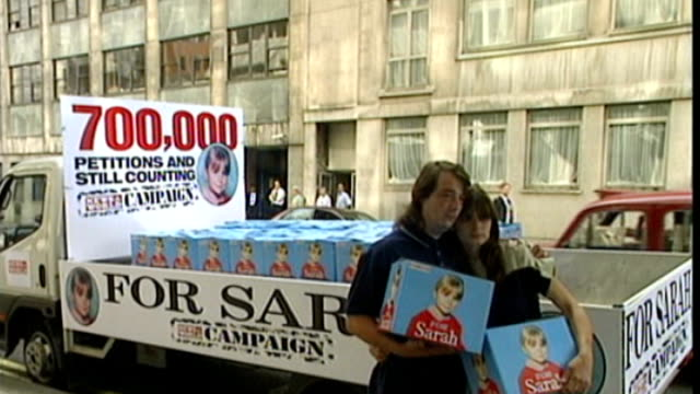 father of sarah payne dies aged 45 t12090016 / tx michael payne and sara payne posing with petition boxes for 'for sarah' campaign - petition stock videos & royalty-free footage