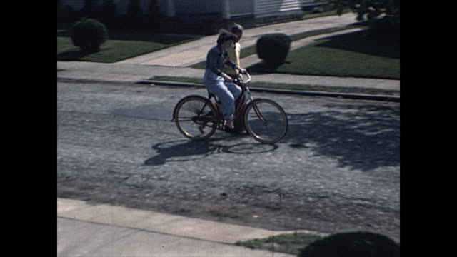 1945 Father teaches daughter how to ride a bicycle - Home Movie
