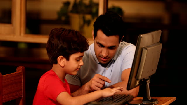 ms father teaching his son to use computer / sonipat, haryana, india - haryana stock-videos und b-roll-filmmaterial