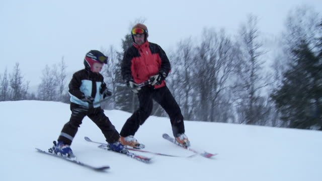 ms, father teaching son (6-7) to ski, hemsedal, norway - skiing stock videos & royalty-free footage