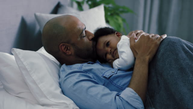 vidéos et rushes de father with baby girl - 6 11 mois