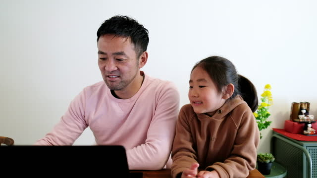 father working from home with daughter - single father stock videos & royalty-free footage