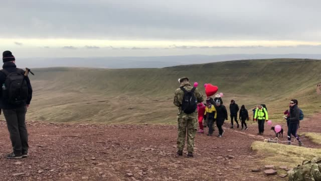 a fatherofthree has scaled pen y fan the highest peak in south wales for the 365th time in the space of a year des lally was joined by supporters who... - ブレコンビーコンズ国立公園点の映像素材/bロール