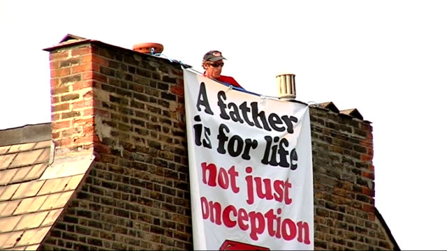 fathers for justice protester demonstrates from roof of deputy labour leaders home england london herne hill ext various of jolly stanesby on roof of... - herne hill stock videos & royalty-free footage
