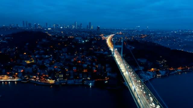 ファティ ・ スルタン ・ メーメット橋 - イスタンブール ボスポラス海峡の航空写真ビュー - 夜 - ローマ皇帝点の映像素材/bロール