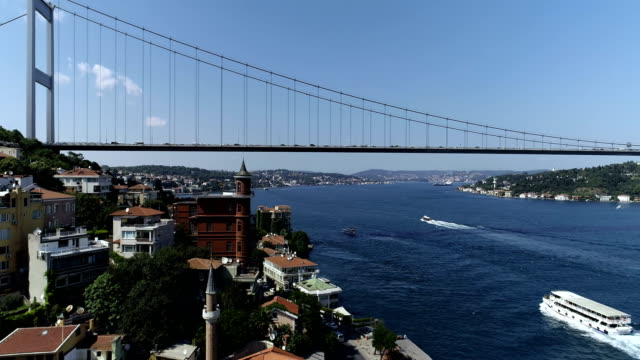 vídeos de stock e filmes b-roll de fatih sultan mehmet bridge with bosphorus - estreito descrição física