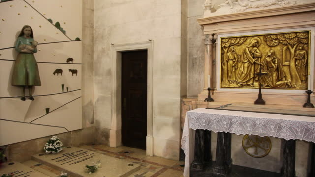 Fatima, Sanctuary of Our Lady of Fatima, interior of the basilica, the tombs of the children