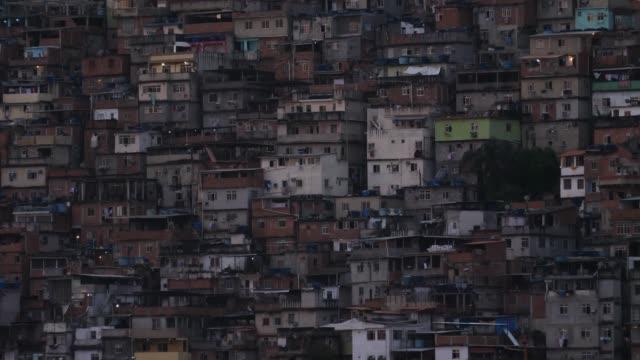 vídeos de stock e filmes b-roll de favela building structure rio - favela