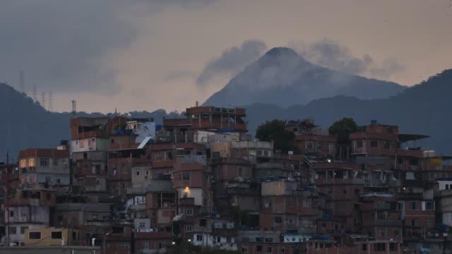 vídeos de stock e filmes b-roll de favela buildings with flying birds - favela