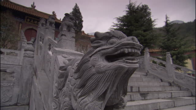 ws fawang shaolin temple and steps/ henan province, china - ca. 7 jahrhundert stock-videos und b-roll-filmmaterial