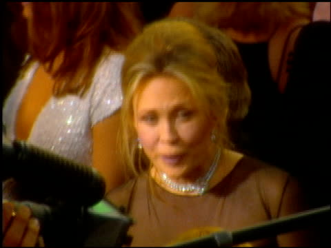 faye dunaway at the 2001 academy awards at the shrine auditorium in los angeles, california on march 25, 2001. - 第73回アカデミー賞点の映像素材/bロール