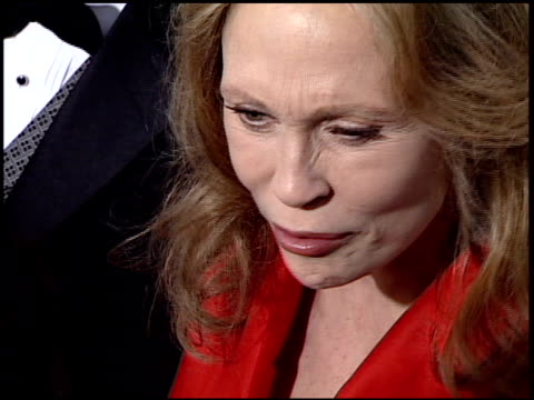 faye dunaway at the 2001 golden globe awards at the beverly hilton in beverly hills california on january 21 2001 - faye dunaway stock videos and b-roll footage