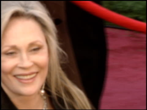 stockvideo's en b-roll-footage met faye dunaway at the 2005 academy awards at the kodak theatre in hollywood, california on february 27, 2005. - 77e jaarlijkse academy awards