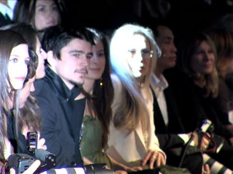 vídeos de stock, filmes e b-roll de faye dunaway josh hartnett at the giorgio armani celebrates 'the oscars' with exclusive prive show at beverly hills california - giorgio armani marca de moda