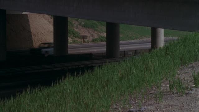 ms ts fbi car running on street / los angeles, california, united states - limousine familienfahrzeug stock-videos und b-roll-filmmaterial