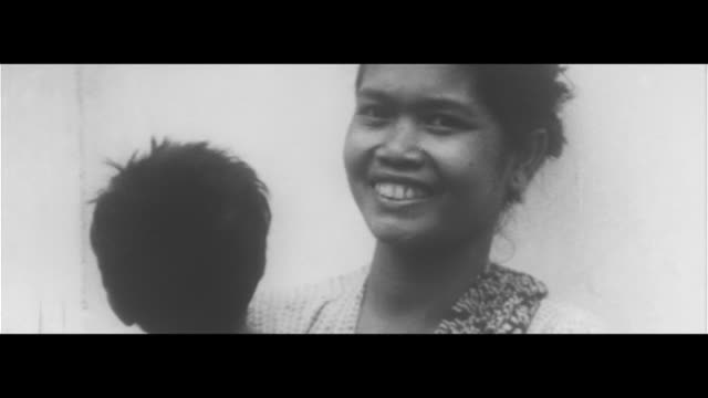 vídeos de stock, filmes e b-roll de fear in bali/mount agung in bali erupts people praying at temple hospital world disaster volcano - 1963