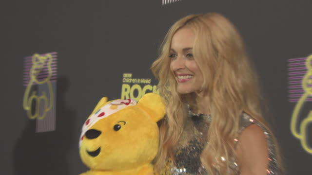 vidéos et rushes de fearne cotton at bbc children in need rocks the 80s at sse arena on october 19, 2017 in london, england. - bbc children in need