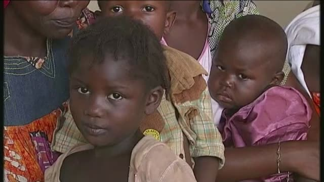 Fears of drugresistant Malaria in UK T08121321 8122013 Bangui EXT Mothers queuing with children at clinic Blood sample taken from child