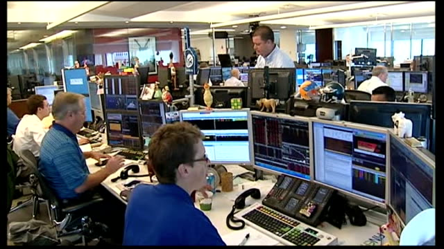 vídeos y material grabado en eventos de stock de fears of global financial crisis: billions of pounds wiped off stock markets; nyse trading floor tracking shot traders working at computers and... - scream named work
