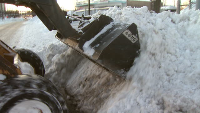 february 11, 2010 bulldozer snow plowing parking lot / washington d.c., united states - 2010 個影片檔及 b 捲影像