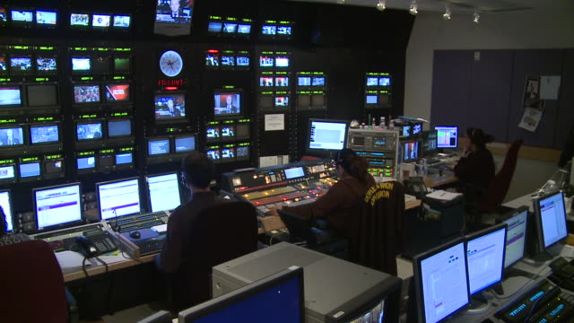 february 14 2009 ws teleprompter and multiple tv screens during filming of an interview show discussing the credit crunch / canada - fernsehserie stock-videos und b-roll-filmmaterial