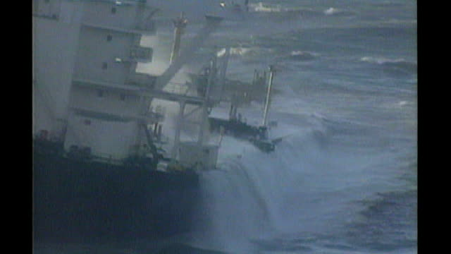 vidéos et rushes de milford haven various views of the sea empress oil tanker aground off st anne's head including air view of oil slick behind ship pilot and copilot at... - marée noire