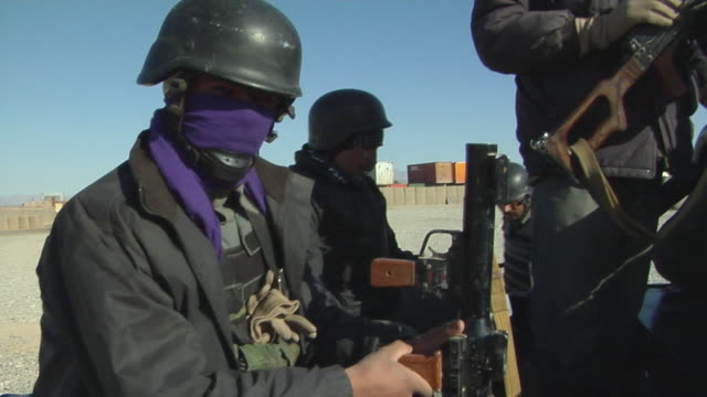 vidéos et rushes de february 2009 police officers wearing mask and holding rifle / kabul, afghanistan - opération enduring freedom