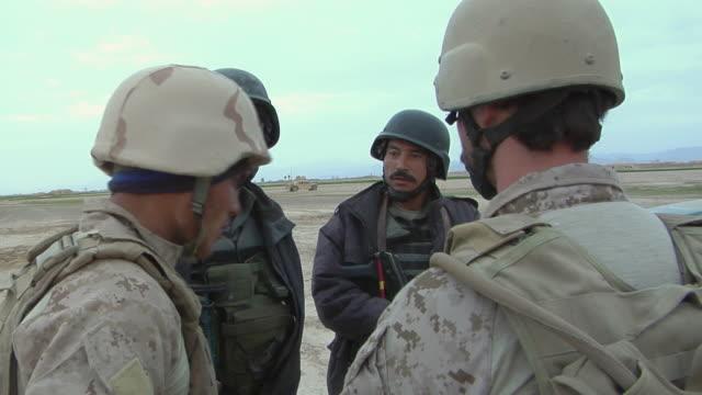 february 2009 ms soldiers having discussion / bakwa farah province afghanistan - 2001年~ アフガニスタン紛争点の映像素材/bロール