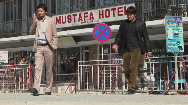 february 2009 two men crossing street from hotel mustafa / kabul, afghanistan - provinz helmand stock-videos und b-roll-filmmaterial