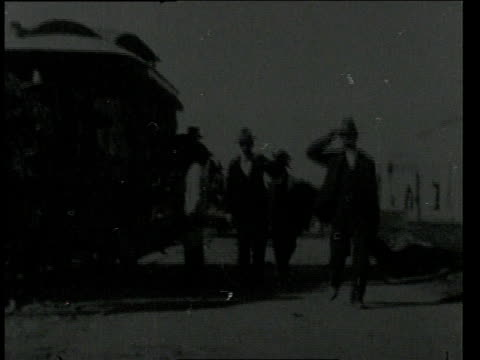 February 24, 1898 WS Passengers leaving streetcar / Mexico