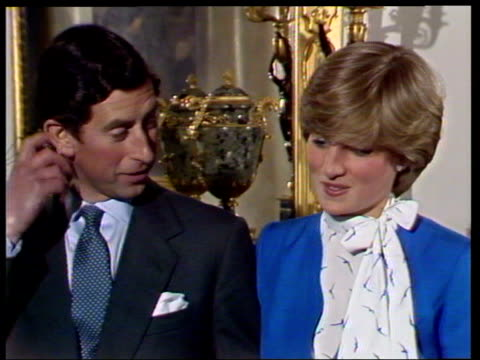 vídeos de stock e filmes b-roll de february 24, 1981 prince charles and lady diana talking to the press shortly after announcing their engagement/ london, england/ audio - 1981