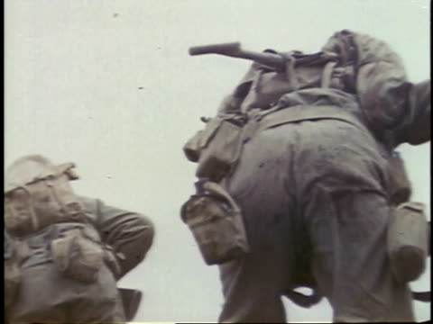 february 26, 1945 soldiers climbing up hill / iwo jima, japan - battaglia di iwo jima video stock e b–roll