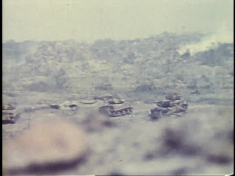 february 26 1945 ws tanks firing / iwo jima japan - schlacht um iwojima stock-videos und b-roll-filmmaterial