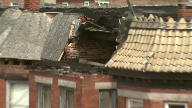 february 29 2008 zo damage to the roof of row house in residential neighborhood / baltimore maryland united states - れんが造りの家点の映像素材/bロール