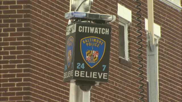 stockvideo's en b-roll-footage met february 29 2008 zo lamppost police light 'citiwatch believe / baltimore maryland united states - maryland staat
