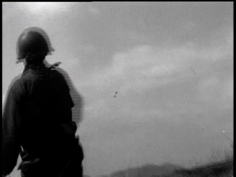 february 7, 1951 soldier throwing exploding grenade / korea - 1951点の映像素材/bロール