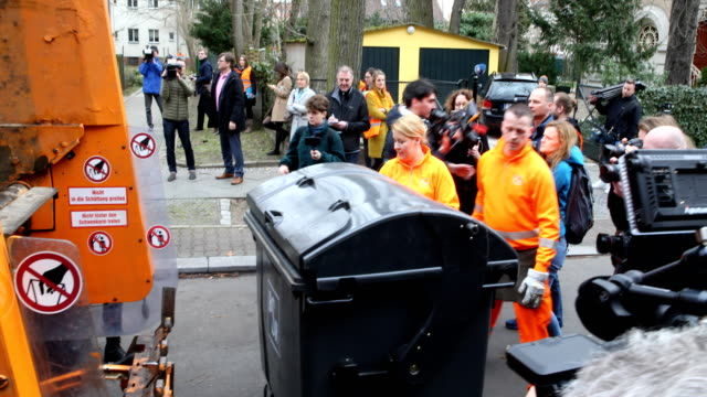 federal minister franziska giffey in orange workwear of the bsr helps with waste disposal as a garbage worker visit of the first network meeting of... - disposal stock videos and b-roll footage