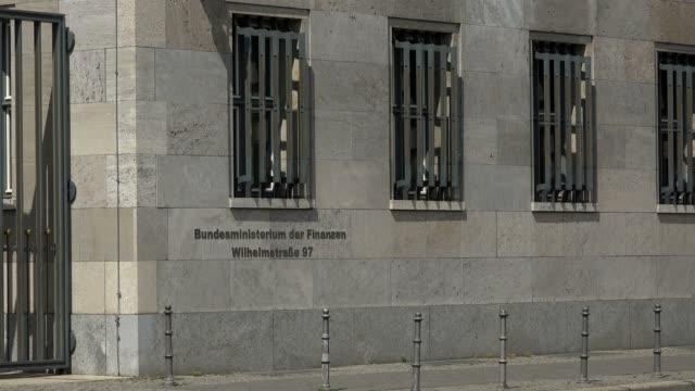 vídeos de stock e filmes b-roll de federal ministry of finance, wilhelmstrasse, berlin, germany, europe - fotografia de três quartos