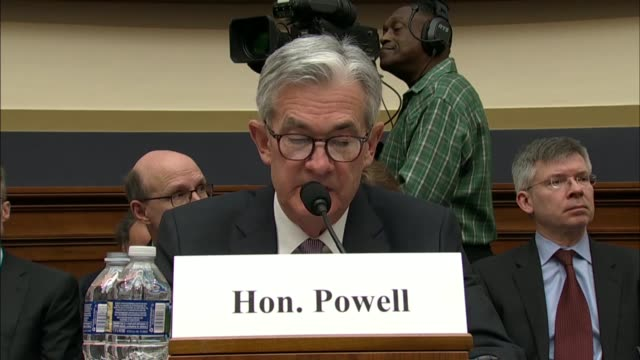 federal reserve chairman jerome powell says that his first hearing before the house financial services committee that the federal open market... - インフレ点の映像素材/bロール