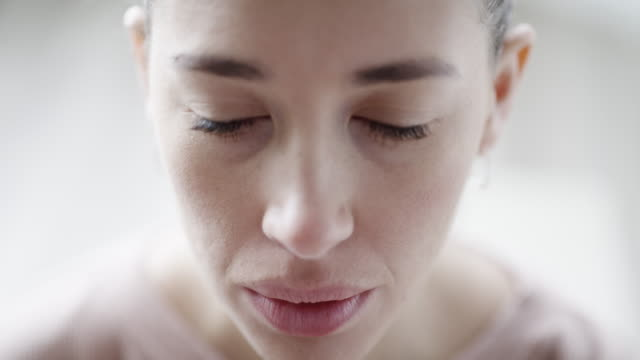 vídeos de stock e filmes b-roll de feel and be as you want - olhos fechados