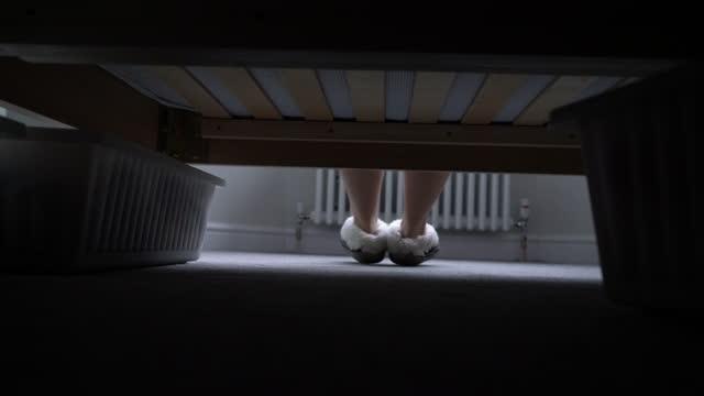 feet near bed - home sweet home englische redewendung stock-videos und b-roll-filmmaterial