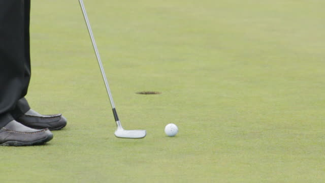 Feet of man missing a putt then making his next