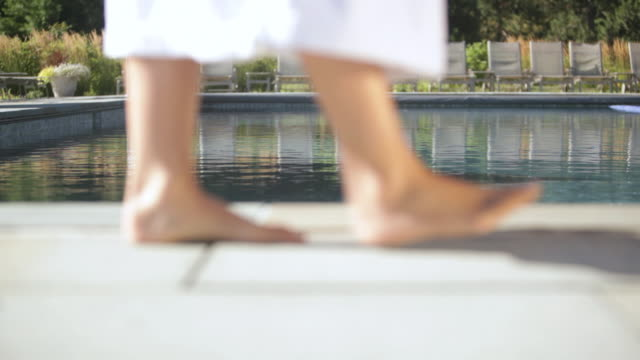 stockvideo's en b-roll-footage met  ts feet walking next to pool / stowe, vermont, united states - vermont
