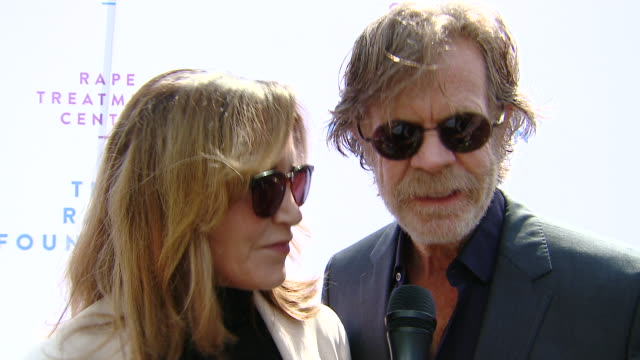stockvideo's en b-roll-footage met interview felicity huffman and william h macy on why they came out to support the rape foundation brunch on why it's important for all communities to... - westelijke verenigde staten