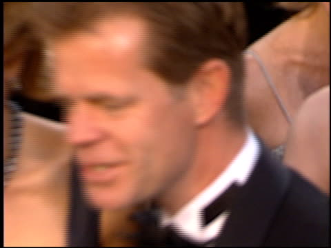 stockvideo's en b-roll-footage met felicity huffman at the 1997 academy awards arrivals at the shrine auditorium in los angeles california on march 24 1997 - 69e jaarlijkse academy awards
