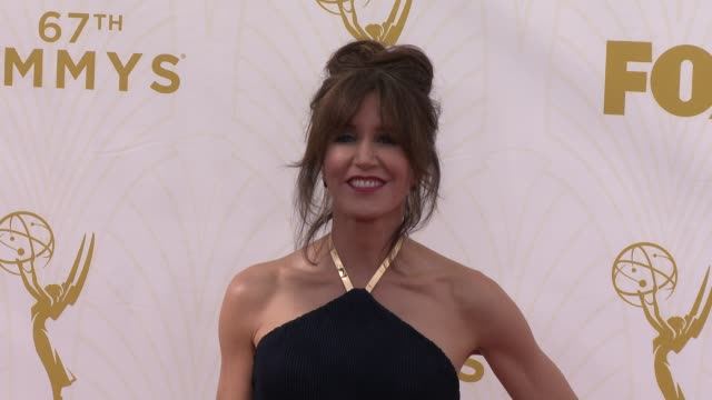 vidéos et rushes de felicity huffman at the 67th annual primetime emmy awards at microsoft theater on september 20, 2015 in los angeles, california. - annual primetime emmy awards